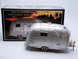 AIRSTREAM CARAVANE / CAMPER - NO LOGO